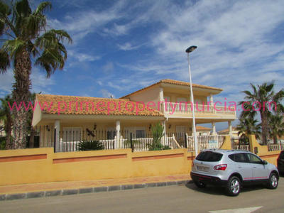 GR183: Detached Villa in Bolnuevo