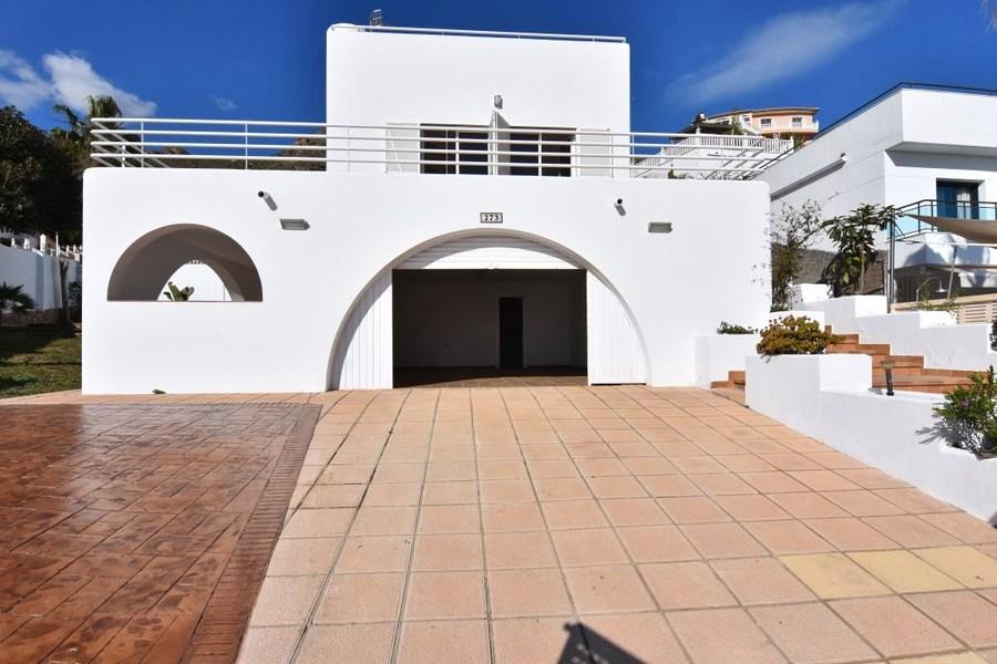 For sale Detached Villa 4 Bedroom